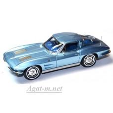 Масштабная модель Chevrolet Corvette Sting Ray coupe 1963 голубого цвета