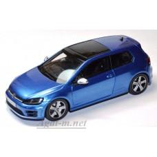 Масштабная модель Volkswagen Golf VII R голубого цвета