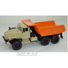 УРАЛ-55571 самосвал, песочный/оранжевый