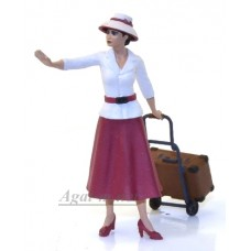 43009-NSM Девушка с чемоданом в малиновой юбке