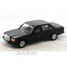 Масштабная модель Mercedes-Benz 500 SE (W126) 1979 г. черный металлик